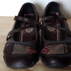 Skechers Shoes Slip on Flats Size7 W/straps Brown